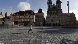 V Česku predĺžili núdzový stav, poslanci žiadali obmedzenie rúšok