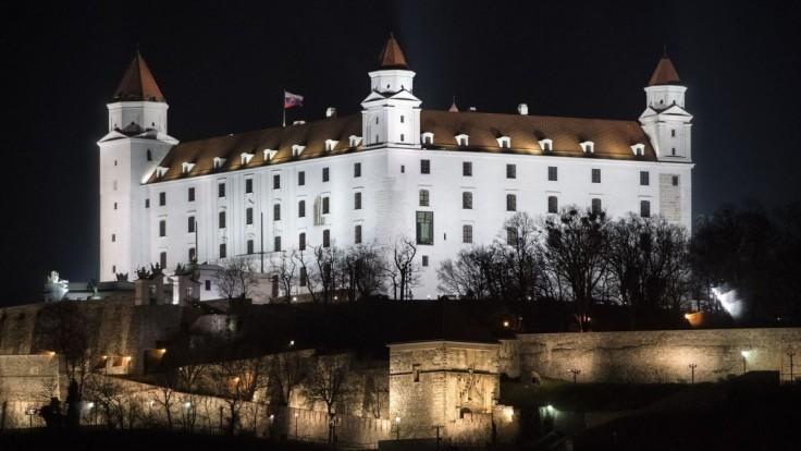 Bratislavský hrad večer zhasne a pripojí sa k Hodine Zeme