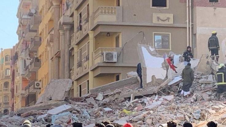 Budova v Egypte sa zrútila, hlásia mŕtvych i desiatky zranených