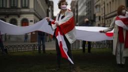 V Bielorusku opäť masovo zatýkali, polícia zadržala aj novinárov
