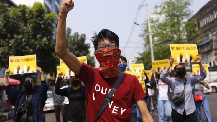 Protesty pokračujú, ľudia sa vrátili do ulíc aj po najkrvavejšom dni