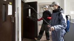 Pozor na výťahy. Ako sa správať na chodbách bytoviek?