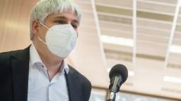 Kedy bude v nemocniciach pod tisíc ľudí? Vedec Čekan má dobré správy