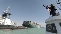 Po blokáde sa doprava v Suezskom prieplave vracia do normálu