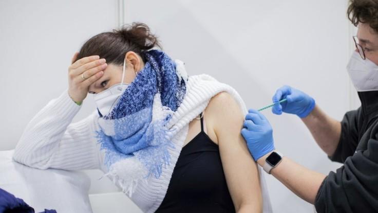 V Česku majú šesť nových podozrení na úmrtie po očkovaní