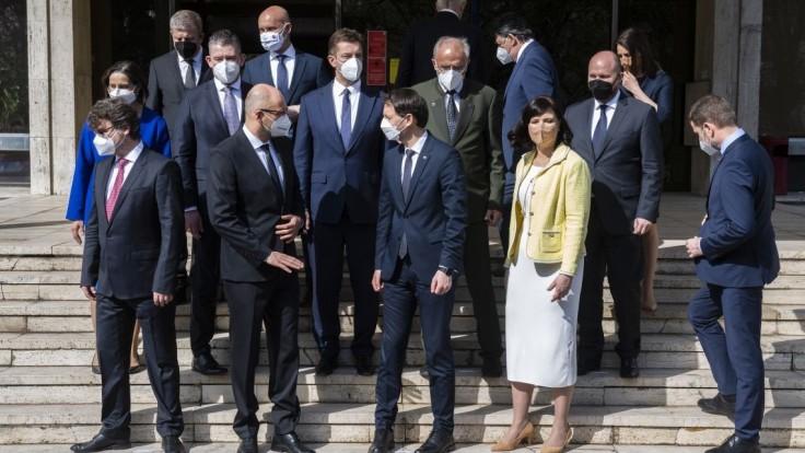 Reakcie na novú vládu: Po dôveru si prišli tí, ktorí ju premrhali