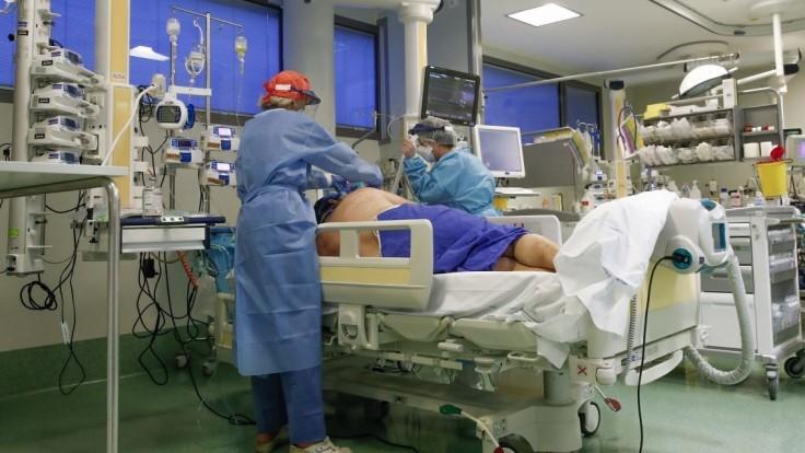 V Maďarsku žiadajú preveriť ventilácie, úmrtnosť je príliš vysoká
