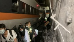 Nehoda si vyžiadala desiatky mŕtvych, vlak sa vykoľajil v tuneli