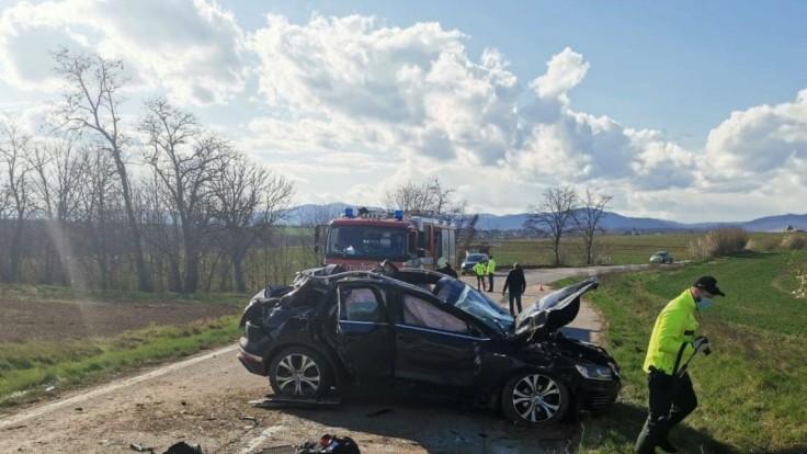 Hasiči z Pezinka boli privolaní k nehode, vyžiadala si dva životy