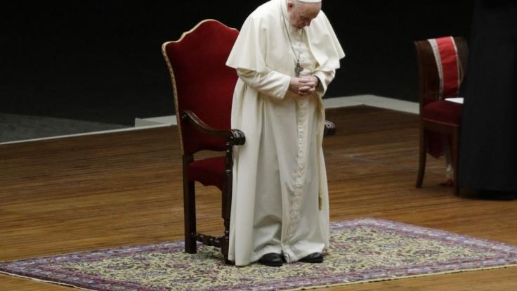 Pápež sa na Veľkonočný pondelok modlil za seniorov a chorých