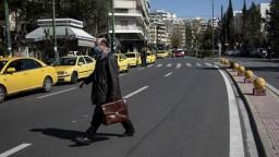Napriek zlej situácii uvoľňujú. Grécko chce pozdvihnúť morálku