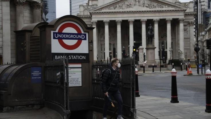Británia uvoľňuje. Otvoria kaderníctva, reštaurácie i bary