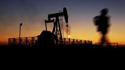 Cena ropy je ako na hojdačke. Po výraznom zlacnení prišiel vzostup