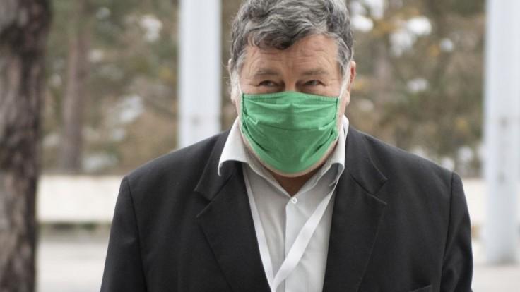Nebezpečné respirátory? Vo videu zneužili a upravili Krčméryho