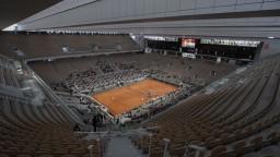 Roland Garros museli posunúť, uvažujú o divákoch v hľadisku