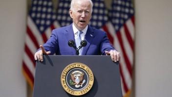 Biden sprísňuje pravidlá držania zbraní, predstavil sériu opatrení