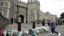 FOTO Zosnulému princovi nosia kvety, s Britániou smúti celý svet