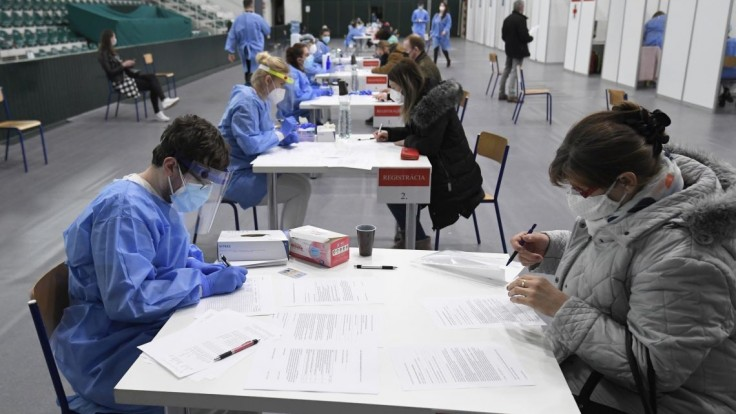 Na očkovanie boli pripravení, záujemcovia v Prešove však chýbali