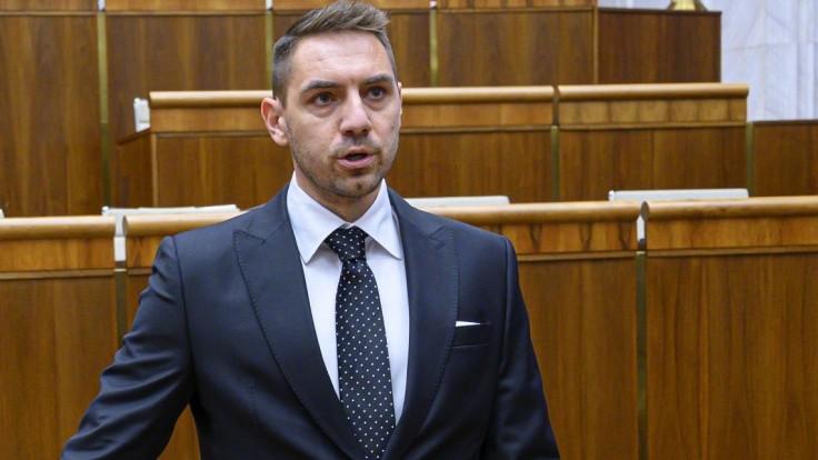 Má Gyimesi maďarské občianstvo? Poslanec, ktorý vyvolal rozruch, sa bráni