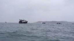 Spor pre ostrov je nateraz zažehnaný, Johnson lode stiahol