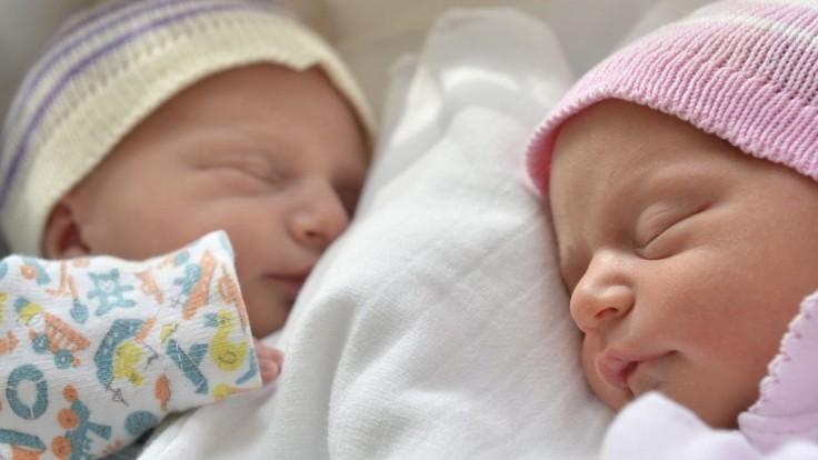 Slovenky sú najmladšie prvorodičky vo V4, vek matiek sa posúva v celej EÚ