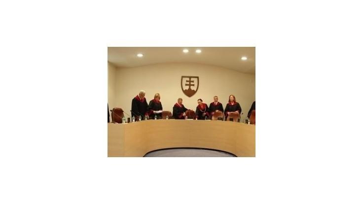 Poslanci chcú odľahčiť vyťažený Ústavný súd