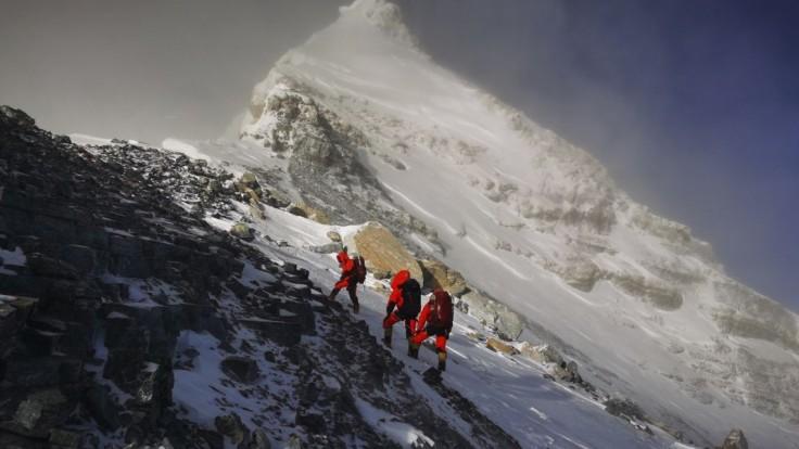 Horolezci ako nosiči vírusu? Čína chce deliacu čiaru na Evereste