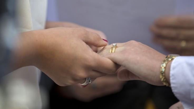 Láska zvíťazí. Nemecké farnosti sú na strane zväzkov homosexuálov