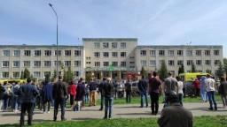 Po streľbe v ruskej škole pribudlo mŕtvych. Deti vyskakovali z okien