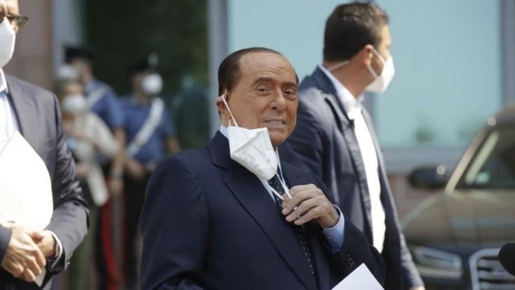 Expremiéra Berlusconiho prepustili z milánskej nemocnice