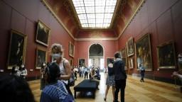 Francúzsko otvára terasy, návštevníkov pustia aj do Louvre