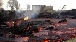 V Afrike došlo k výbuchu sopky. Láva tečie aj do mesta a zasiahla letisko