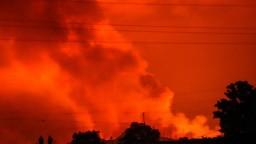 Výbuch sopky zničil stovky domov a zabil najmenej 15 ľudí