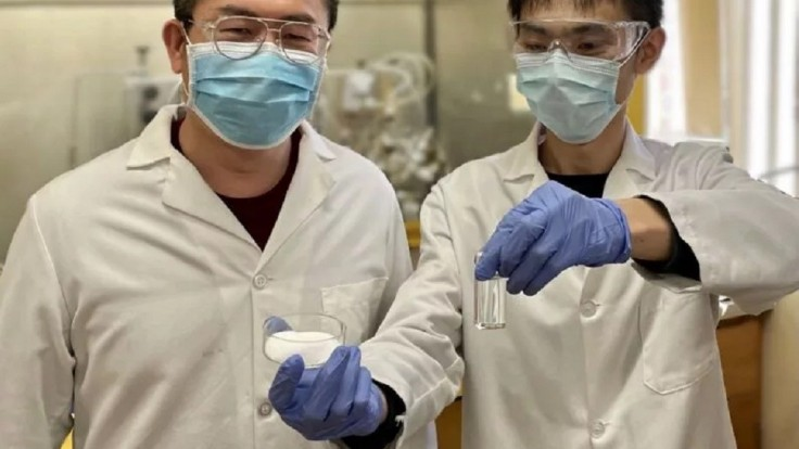 Chemický proces premení plast na letecké palivo už za hodinu