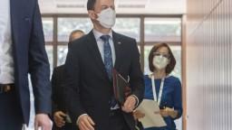 Mal by sa Heger obávať kajúcnikov? Premiér reagoval na Pellegriniho