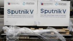 Začneme očkovať Sputnikom, vláda poverila Lengvarského