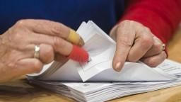 Papierovačiek má ubudnúť, úradníci budú využívať elektronické databázy