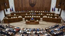 Poslanci schválili novelu štátneho rozpočtu, výdavky stúpnu o 3,74 miliardy