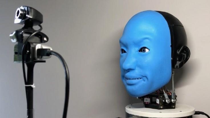 Robot Eva identifikuje a kopíruje výrazy tváre ľudí