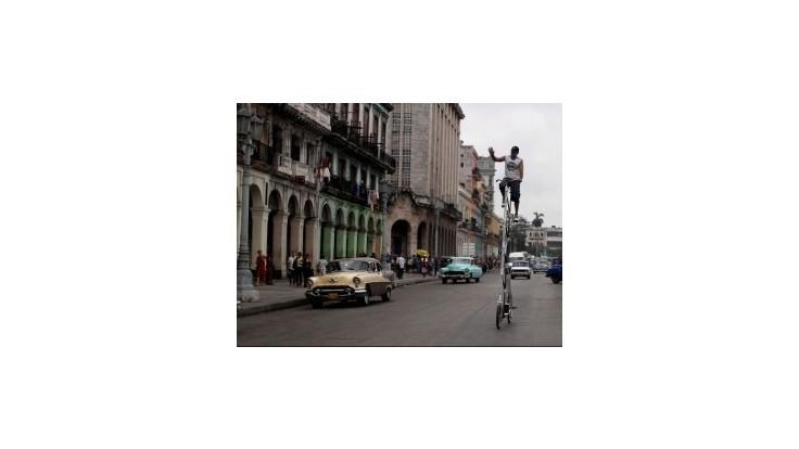 Kuba uvoľňuje pomery, po polstoročí umožní ľuďom cestovať