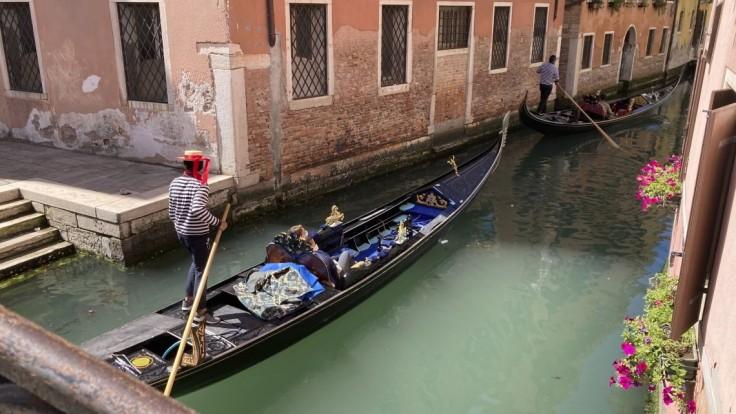 Benátky privítali po 17 mesiacoch prvú výletnú loď