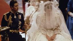 Slávne svadobné šaty princeznej Diany majú svoj príbeh. Vystavili ich v Londýne