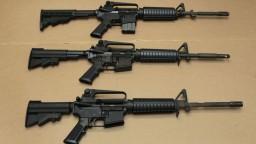 Opäť sa rozprúdila debata o zbraniach. Sudca zrušil dlhoročný zákaz v Kalifornii