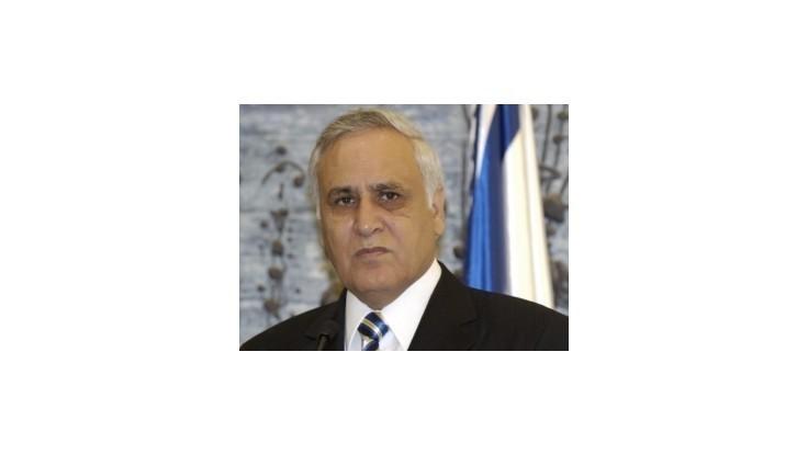 Izraelského exprezidenta Kacava vo väzení šikanujú