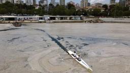 Turecké pobrežie trápi morský sliz, do mora prúdi aj odpad z Dunaja