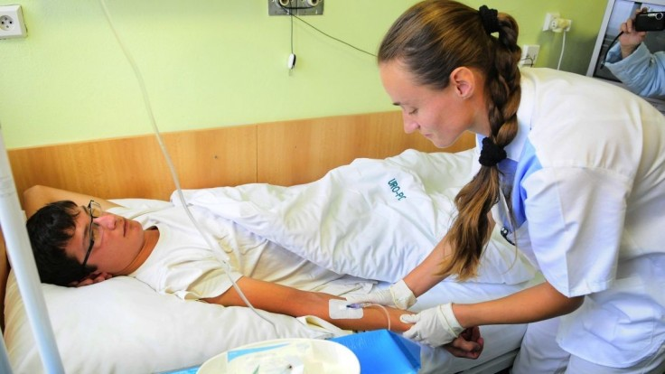 Na Slovensku chýbajú tisícky sestier, najčastejšie odchádzajú do Česka