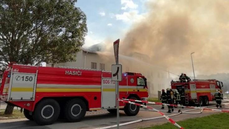 V bytovom dome na Vajnorskej ulici v Bratislave horí