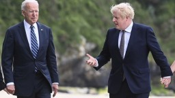 V Británii začína summit G7, Biden rokoval s Johnsonom o spolupráci