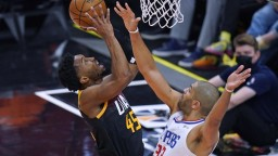 NBA: Utah Jazz vyhral a vedie v sérii, najlepším strelcom bol Mitchell