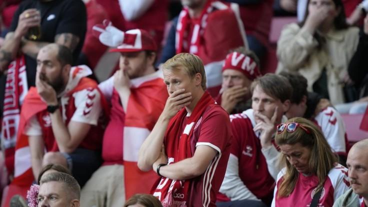 Zápas Dánska s Fínskom po kolapse Eriksena pokračoval